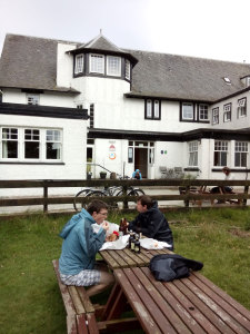 Dinner in front of the Youth Hostel in Lochranza.